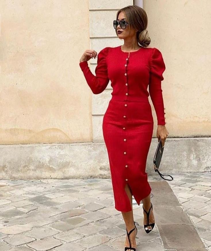 ROBE EN MAILLE A BOUTONS ROUGE